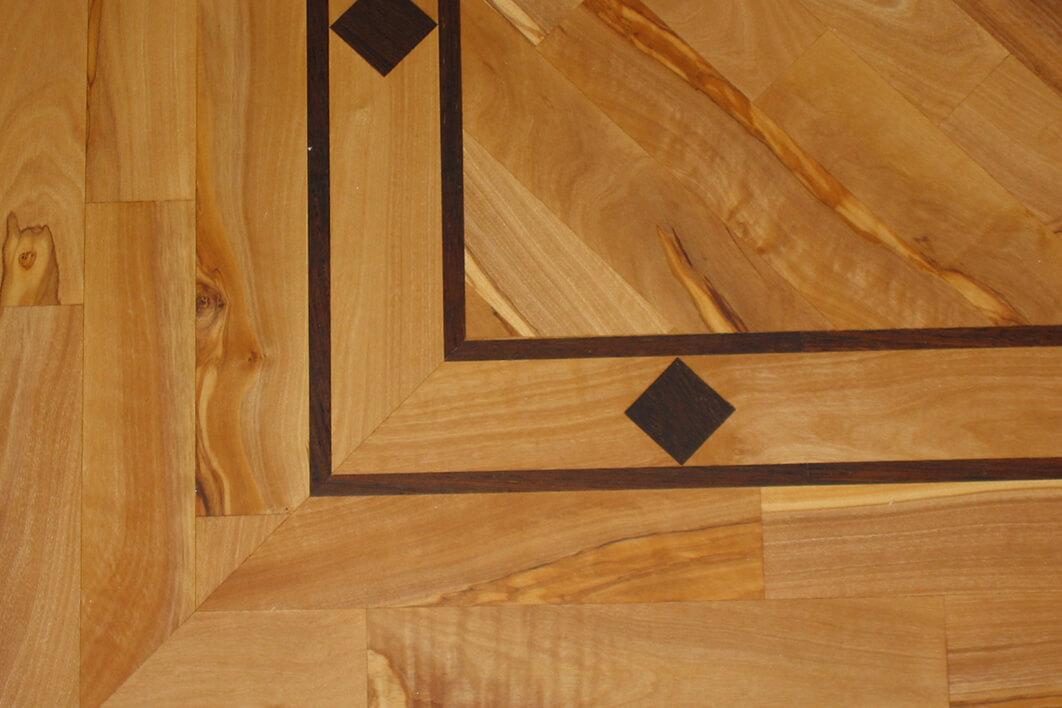 Droessler Parkett - Sonderanfertigungen Diagonales Kreuz mit Borduere